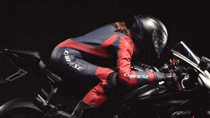 the hump of a motorcyle suit: what is it for and how does it work?