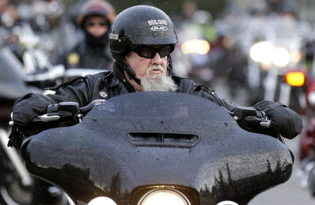 Does Connecticut have a motorcycle helmet law?