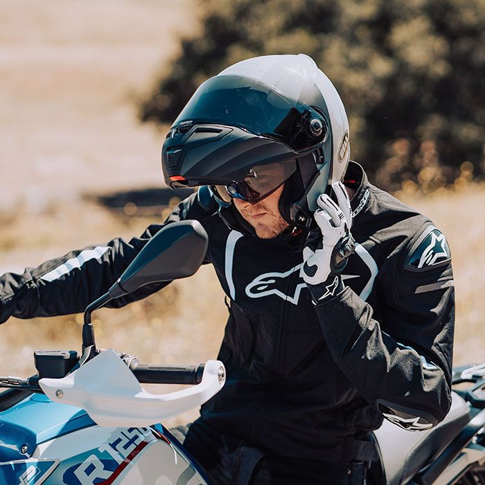 10 things to know about your motorcycle helmet - ride to food