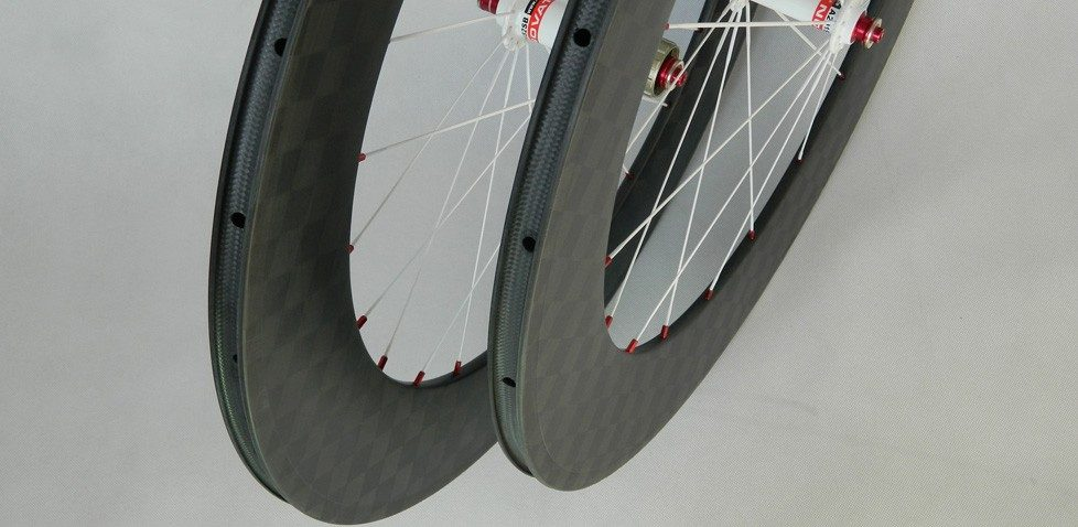"""What are the differences between """"clincher"""" and """"tubular"""" tires?"""